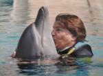Katia bacia un delfino