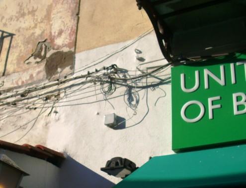 Cavi elettrici aerei nel centro urbano di Ischia 1