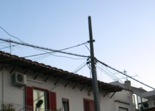 Cavi elettrici aerei nel centro urbano di Ischia 10