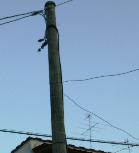 Cavi elettrici aerei nel centro urbano di Ischia 11