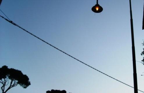 Cavi elettrici aerei nel centro urbano di Ischia 9