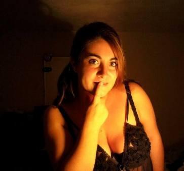 Lucia D'Ambra legge la poesia - La pozza, ossia l'addio