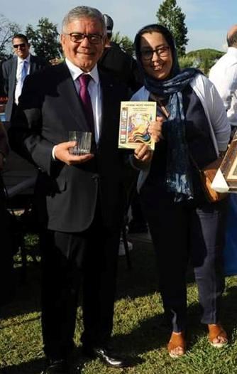 Dalila Boukhalfa e Ambasciatorealgerino a Roma Senouci Bereksi mostrano il libro PENNE NOTE MATITE