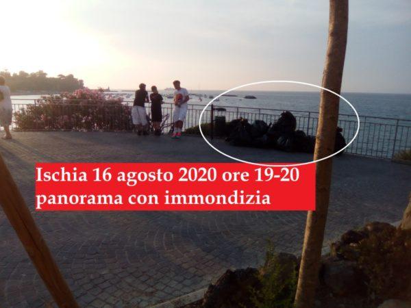 Ischia 16 agosto 2020 panorama con immondizia
