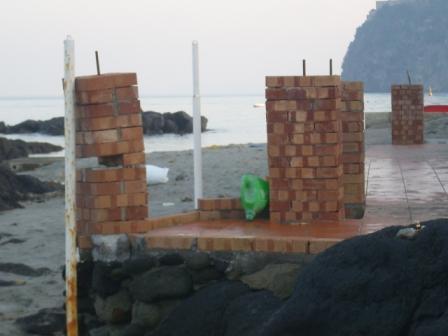 Foto scempi spiagge dicembre 2014 comp (57)