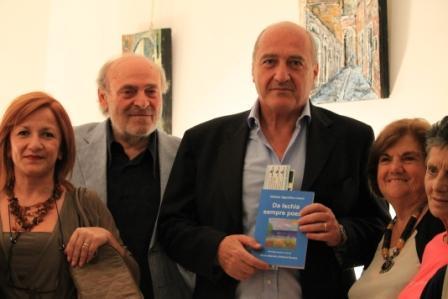 Gino Iorio, secondo da sinistra, con l'On. Salvatore Lauro al Premio Otto milioni 2013, ristorante Coquille