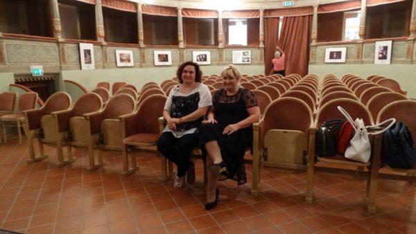 Paola Occhi (a destra) con il Sindaco Raffaella Zecchina di Canneto sull'Oglio