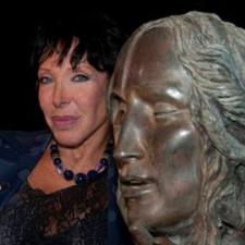 """Alba Gonzales e la scultura etrusca mostra """"Omaggio agli Etruschi"""""""