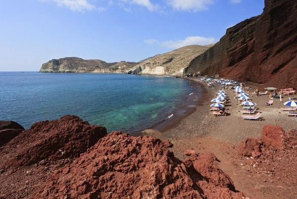 red-beach-santorini--122892875